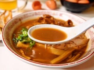 ラーメン東大 - 熟成とんこつ 豚バラ入(スープ)