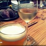 BAR E - ハートランド生とグラスワイン。テーブルカウンター席で。