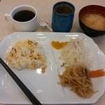 30198629 - 140816朝食:ちらし寿司、春雨の酢の物、切り干し大根とこんにゃくの炒め物、漬物、豆腐の味噌汁、コーヒー、酢のジュース