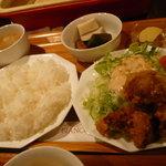 カフェビアンコ - ママ手作りの特製タレに漬け込んだ鶏肉をカラッと揚げた唐揚げランチ