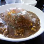 いずみカリー - 煮込みすじカリー温玉のせ+激辛(ランチB:850円+50円)
