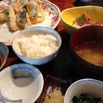 魚沼釜蔵 - ずわい蟹とお野菜天麩羅7種とお刺身セット900円