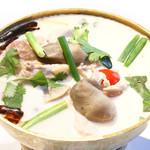 鶏肉のココナッツミルクスープ 1300円