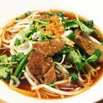 やわらかコラーゲン豚煮込みスープ麺 クィッテイアオ・ムー・トゥン 麺は極細ライスヌードルになります