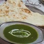 インド料理ウッタムカレー - ほうれん草とエビのカレー、ナン