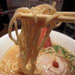 津津 - 味噌とんこつの麺
