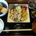 鉄板料理 かわら屋 - 料理写真:野菜いため(ハーフ)・あげだし豆腐定食 ¥950(税込)