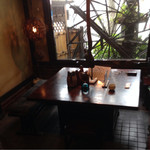 原田うなぎ屋 - 民芸家具のテーブル席