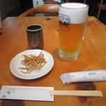 なかやしき - 「生ビール」お通しの「揚げそば」