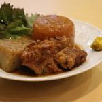 ちゃんこ 黒潮 - 料理写真:黒豚とんこつ:郷土料理のごぼう・大根・こんにゃく・お肉のとろとろ'煮込み