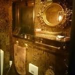 カフェ&ワインバー ロワ - 美術館のような綺麗なトイレ!