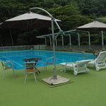 日光金谷ホテル - 3階にはプールもあります。その横は池になり冬はスケートリンクになります