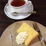 狸穴茶房 - 狸穴オリジナル和洋弁当のドリンクとデザート