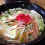 琉球 - やさいそば。出汁しっかり。野菜山盛り&ポークやわらかくて出汁がしみてる