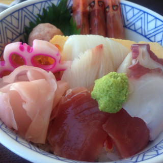 佐渡の海鮮市場 かもこ観光センター お食事処 - 料理写真:かもこ丼