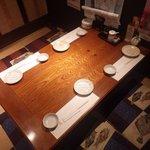 活魚水産 - 掘りごたつ式のテーブル
