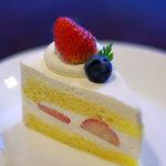 パティスリー タダシ ヤナギ - 苺のショートケーキ