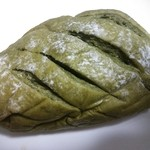 アペ - 抹茶パン、105円★ 中には小豆入り♪