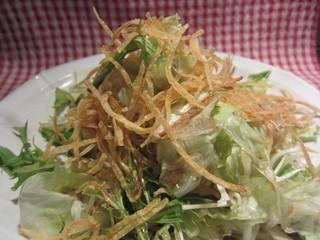 高架五拾七 - バリバリサラダ       短冊に切ったじゃがいものデンプンを何度も洗い流して揚げ野菜の食感との名コンビです。