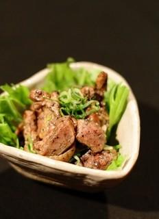高架五拾七 - ヒネ鶏の炭火焼きねぎポン酢 炭の香りとヒネの食感を楽しんでね。