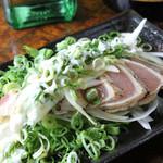 小料理酒家 ばくろう - 鶏ムネ肉のたたきネギマヨポン酢