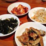 オムニ食堂 - ランチのおかず4種