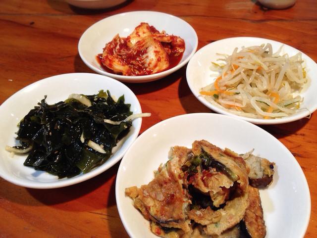 オムニ食堂 三軒茶屋店 - ランチのおかず4種
