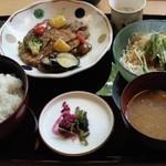 彩旬 - 本日の日替わり(880円)厚切りポークロースのジンジャーソース~旬の野菜添え~