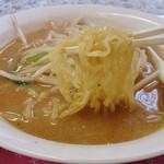 珍来 - みそラーメン(平打ち麺)