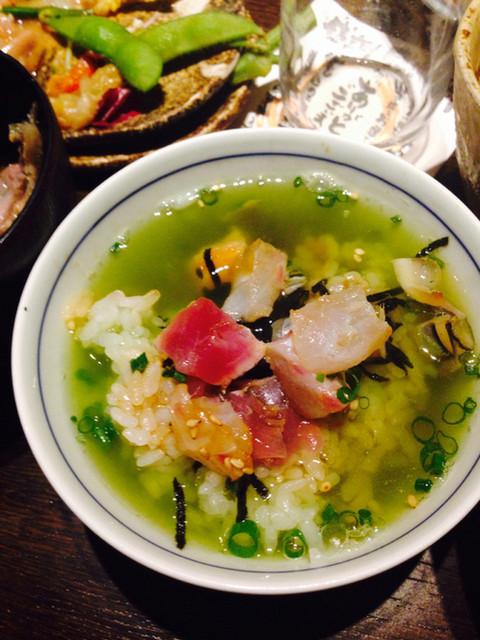 芋蔵 桜木町店 - 温かいお茶を入れてサラサラっと