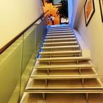 ダ ファビオ - お店の入口を入ると、いきなり 目の前に階段が出現します。