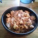 30264032 - 焼鳥丼(380円)、塩麹が効いていて、なかなか美味しい。
