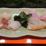 寿司の小林 - オヒョウ、ソイ、生のボタン海老