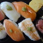 まいばすけっと - にぎり寿司8貫セット (2014/8)
