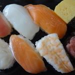 まいばすけっと - にぎり寿司8貫セット:410円 (2014/8)