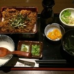 30277274 - 飛騨牛まぶし。水菜とおからのサラダ、わかめスープがついて1200円。大盛り無料でした!