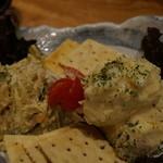 煮炊魚金 - マカロニ&ポテサラ盛り 580円