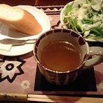 3028385 - ランチのパン、サラダ、スープ