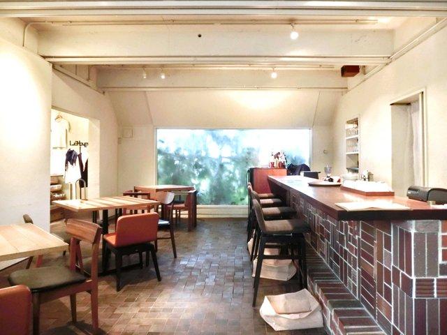 レーベルカフェ トーキョー - 店内のテーブル席の風景です