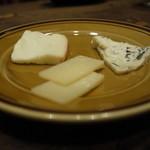 バル オルガン - チーズ盛り合わせ820円