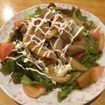 炭の力 - 豚肉サラダ 680円