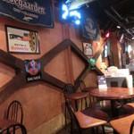 Cafe Bar FAB - アメリカンテイストの雰囲気。若い客層向けだね。