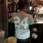 Cafe Bar FAB - 背番号24番、非常に愛想の良いチャーミングなスタッフだった。