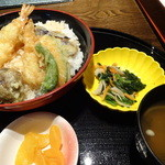 大江戸八百八町 花の舞 - 小鉢、おしんこ、味噌汁つきです
