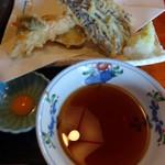 かみ山 - 天麩羅盛り合わせと天汁(単品、1,000円)