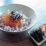 Cafe tenba - いくらとろろのっけ飯(たぶん…)。現在メニューにありません。