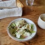 森の香 - 料理写真:サラダとスープが付いています。