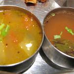 南インド料理 葉菜 - スープと小鉢的なサンバルとラッサム。