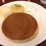 珈琲館 - 白桃のホットケーキ