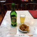 麒麟閣 - 青島ビールとセットのザーサイ。